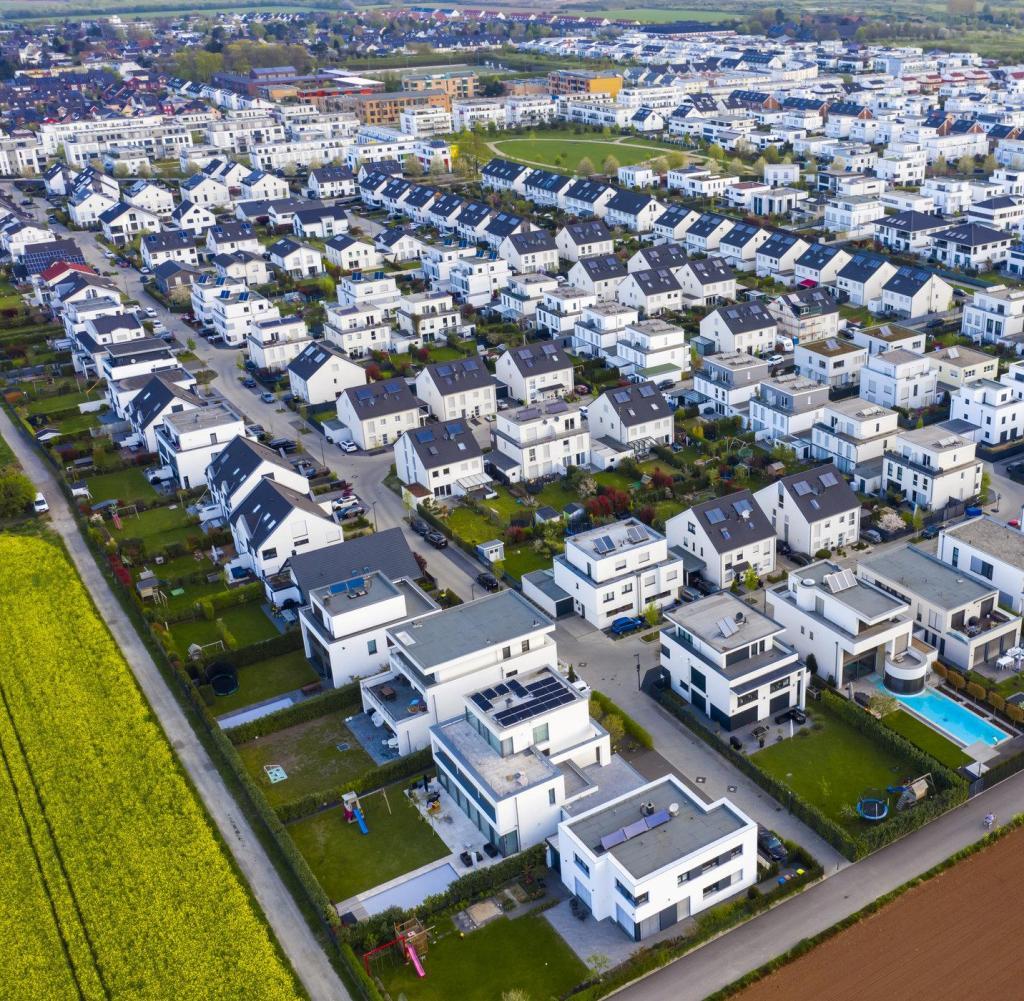 Case unifamiliari moderne a Colonia, Germania (alba)