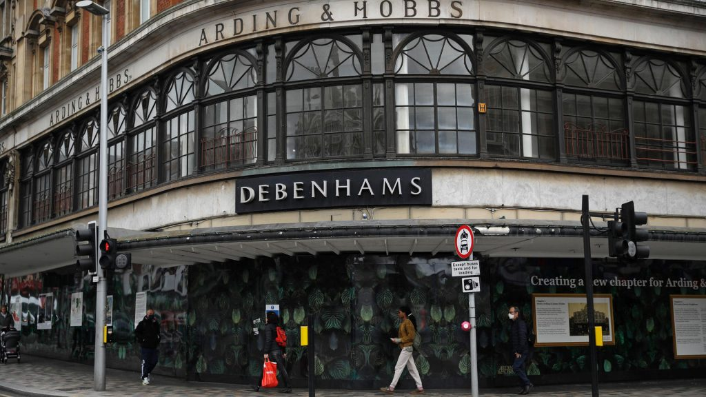 Crisi Corona Gran Bretagna: la catena di negozi Debenhams chiude le sue filiali