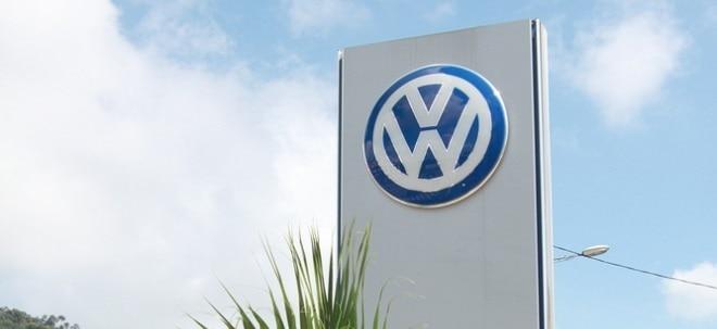 Risikofaktor Elektronik: VW-Aktie steigt: Volkswagen hebt nach Gewinnsprung Prognose leicht an