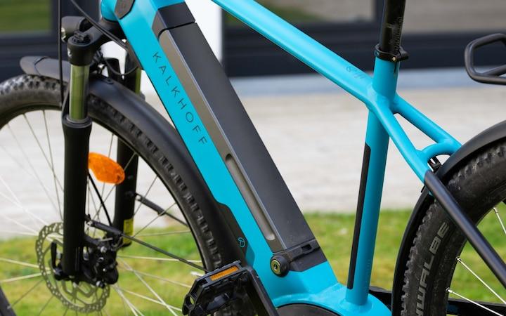 La batteria PowerTube rimovibile di Bosch ha una capacità di 500 Wh e può essere bloccata.