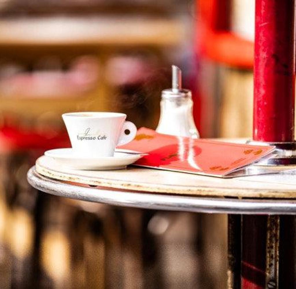 Economia - Café Florian Dusseldorf Via: Marcel Mansour Gestione immobiliare e gastronomica Cooking Mansour Nordstrasse 56 D-40477 Dusseldorf Tel: +49- (0) 211-49 89 80 iNFO@GASTRONOMIE-MANSOUR.DE