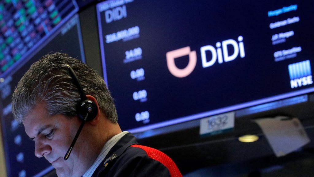 App rimossa con la forza dai negozi: la Cina sciocca gli investitori dopo una massiccia IPO