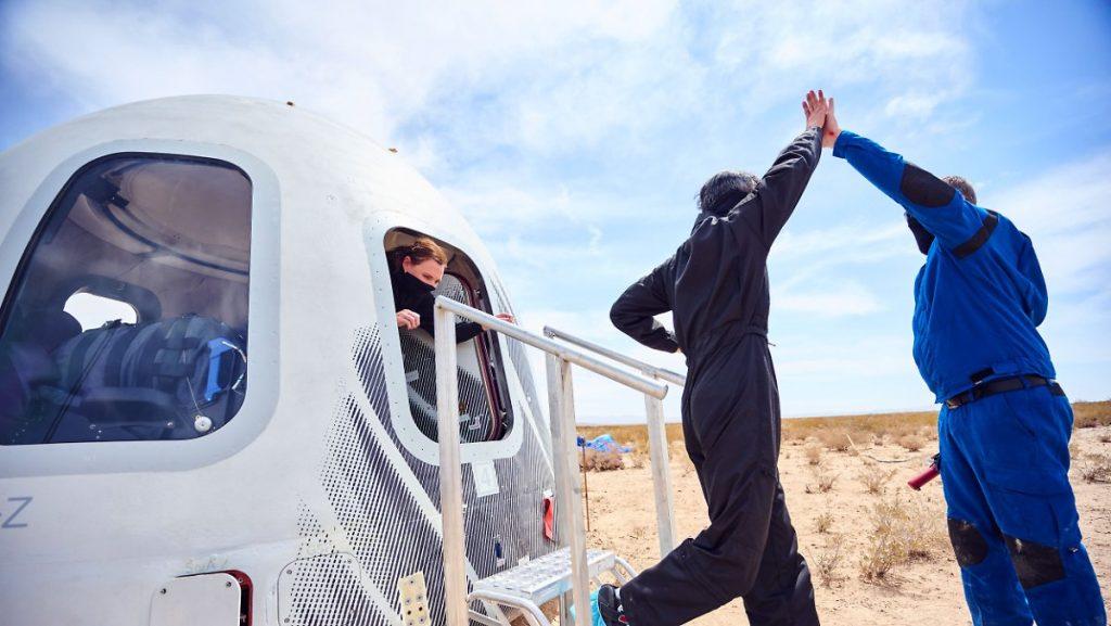 Chi è Space Tourist 001?: Richard Branson tradisce Jeff Bezos