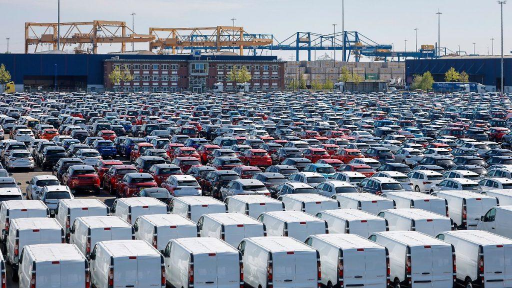 Profitti abbondanti nonostante la crisi: i tagli di lavoro ripagano le case automobilistiche