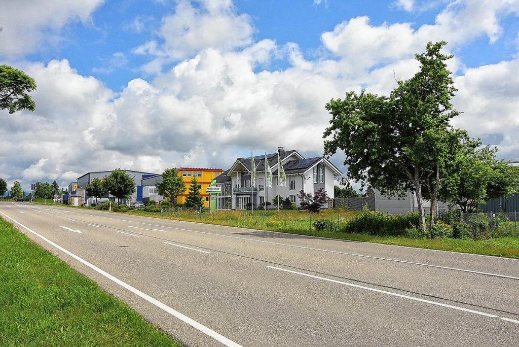 Höchenschwand: forti distretti commerciali e industriali nella regione: buona posizione per le aziende
