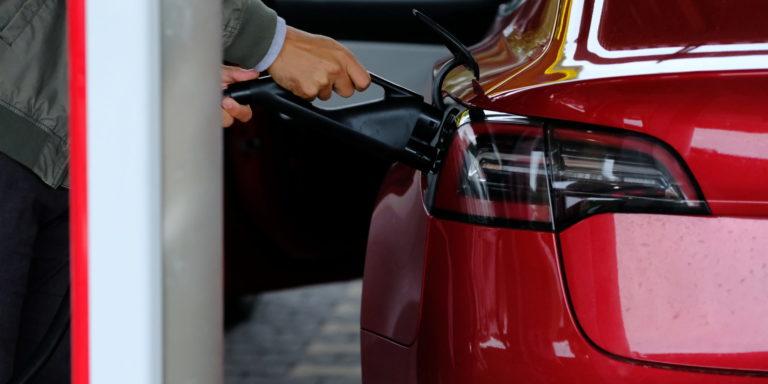 L'alternativa a batteria si è dimostrata valida nelle auto elettroniche.  Diverso è il discorso per camion, treni e macchine agricole: qui l'idrogeno ha un grande potenziale.  Foto: Peter Siben