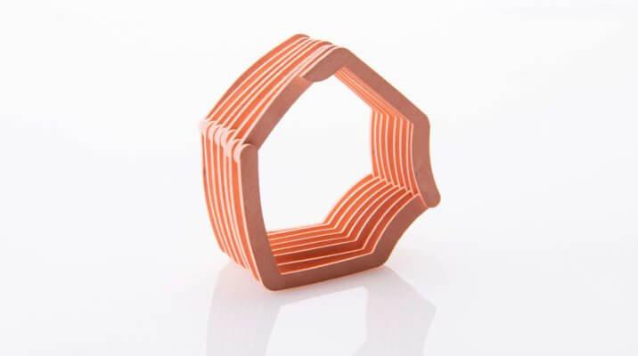 Componente in rame stampato in 3D sul davanti