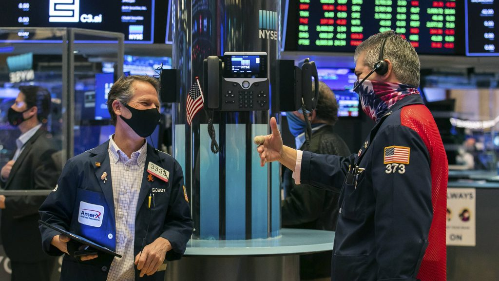 Nasdaq e S&P 500 massimi di tutti i tempi: Wall Street impollinata per i record