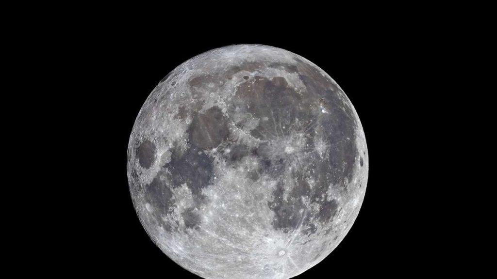 La luna sta correndo in avanti: la NASA sta finanziando missioni di compagnie private