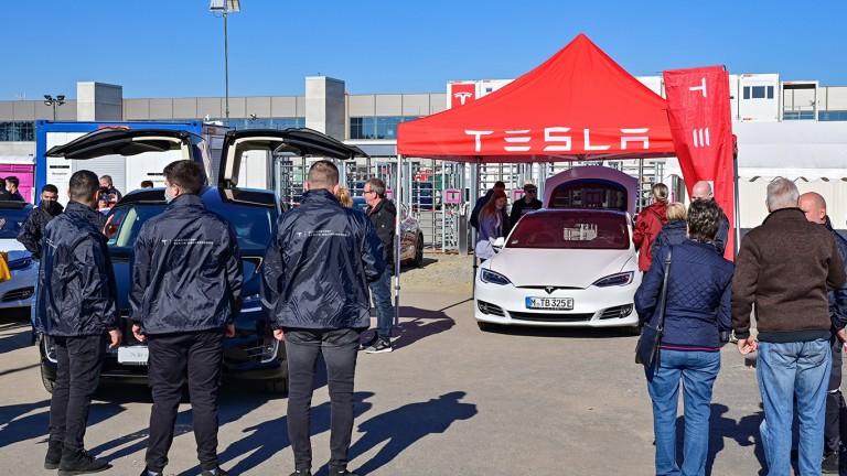 I visitatori hanno potuto provare la nuova Tesla Model Y (Foto: Patrick Pleul/dpa)