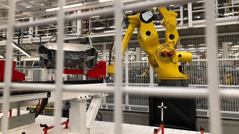 Questo è Godzilla, uno dei due bracci robotici più potenti della fabbrica.  Può portare la macchina ruvida al livello successivo (Foto: Jan Minno Gebhardt)